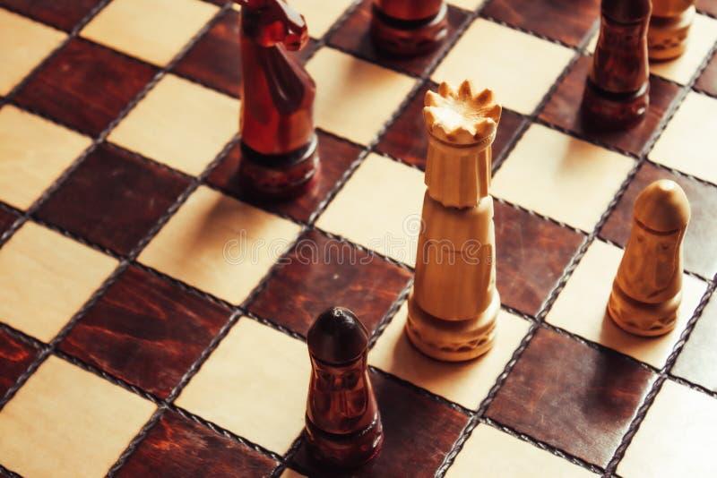 Tablero de ajedrez clásico de madera imagen de archivo