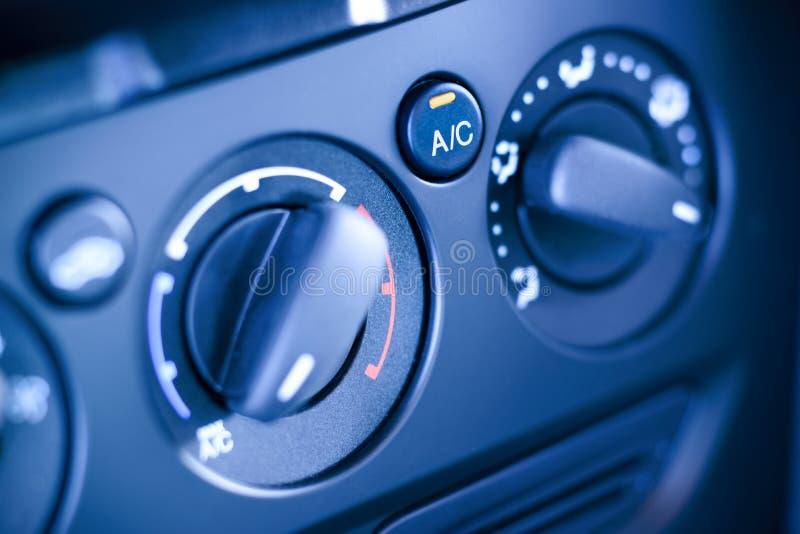 Tablero de instrumentos de controles del clima en el coche, vehículo. imagenes de archivo