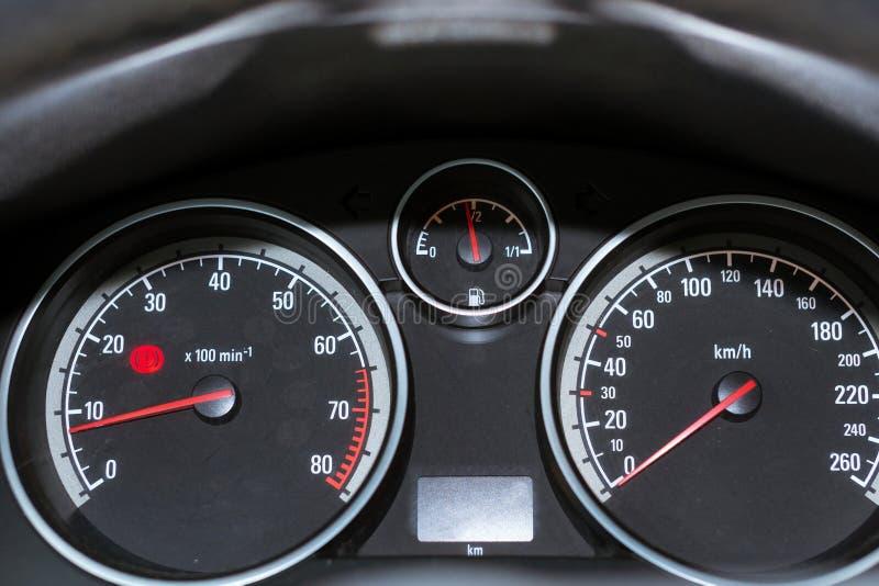 Tablero de instrumentos del coche Tacómetro, velocímetro y combustible fotografía de archivo libre de regalías