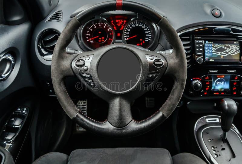 Tablero de instrumentos moderno del coche deportivo imagen de archivo libre de regalías