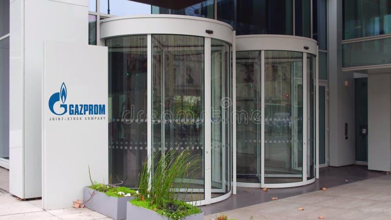 Tablero de la señalización de la calle con el logotipo de Gazprom Edificio de oficinas moderno Representación editorial 3D imagen de archivo libre de regalías