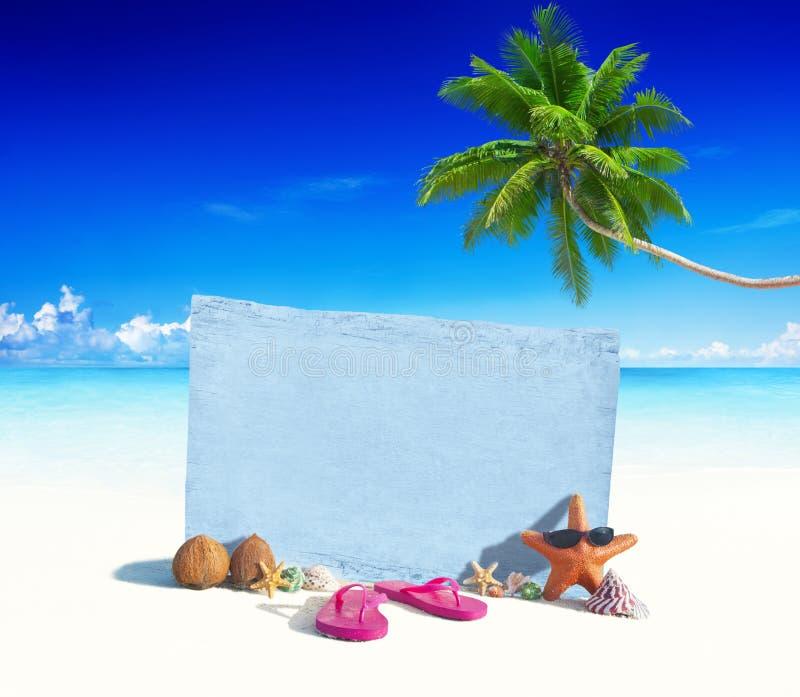 Download Tablero De Madera Azul Con Otros Objetos Por La Playa Imagen de archivo - Imagen de océano, nudo: 41919583