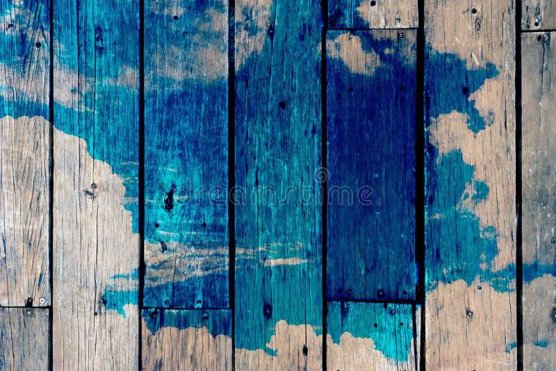 Tablero de madera y cielo, pintura, exposición doble, retra fotos de archivo