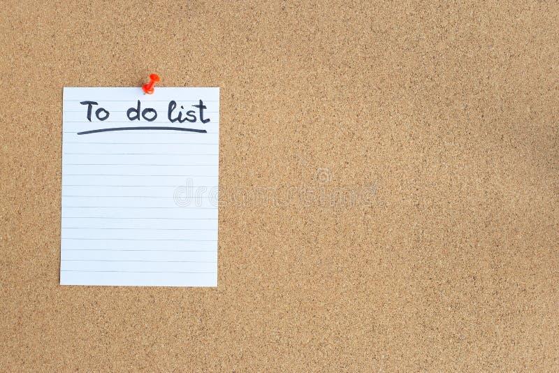 Tablero de memoria del corcho con el trozo de papel en blanco, hacer la lista, tabl?n de anuncios, horizontal, espacio de la copi fotografía de archivo