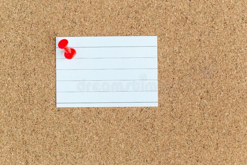 Tablero de memoria del corcho con las notas en blanco fijadas del trozo de papel, tabl?n de anuncios, horizontal imagen de archivo