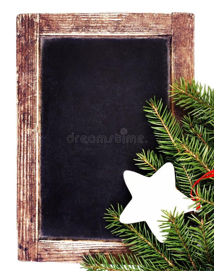 Tablero de tiza de la pizarra del vintage con los ornamentos de la Navidad aislados en w fotos de archivo