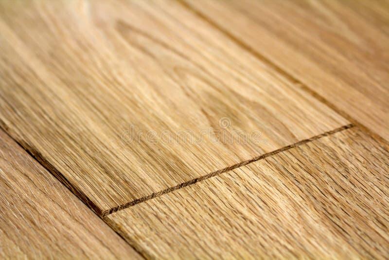 Tableros de piso de madera marrones claros naturales de entarimado Textura amarilla suave soleada, fondo de la perspectiva del es imágenes de archivo libres de regalías