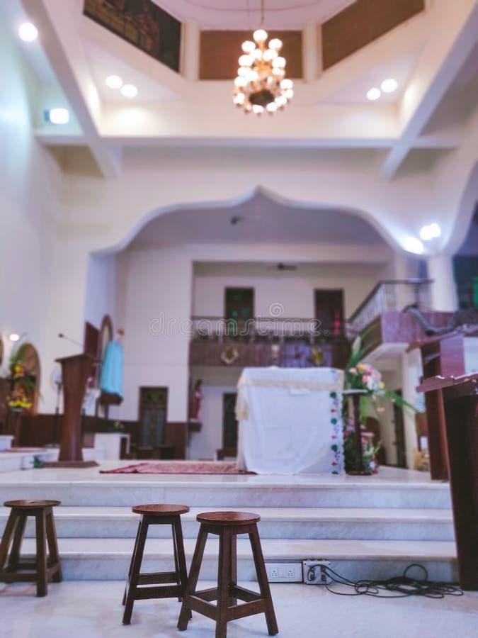 Tables d'église et plate-forme d'annonceur photo libre de droits