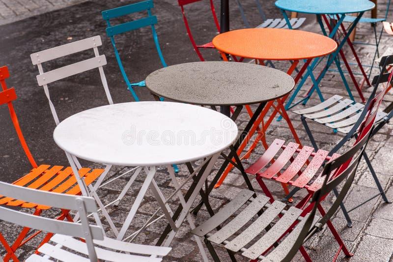 Tables extérieures images stock