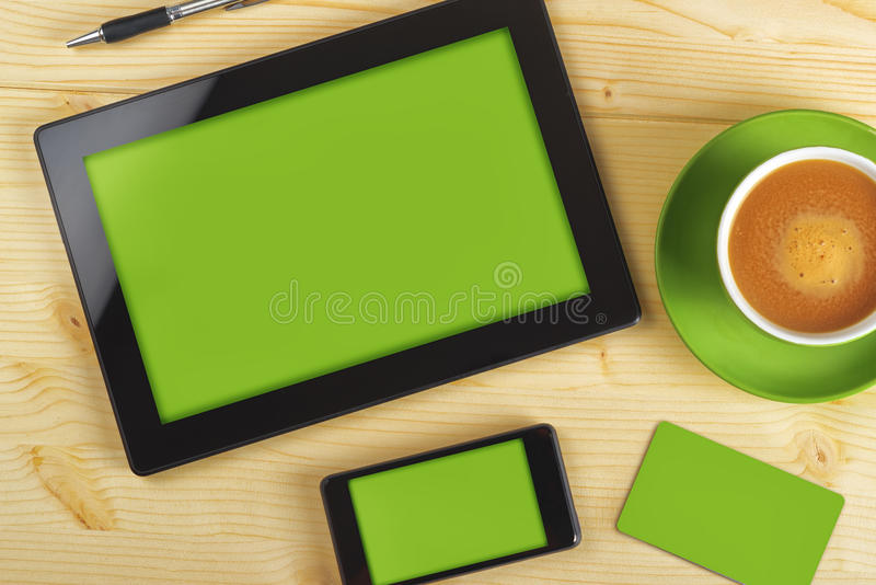 Tablet-Computer, Handy und Visitenkarte stockfoto