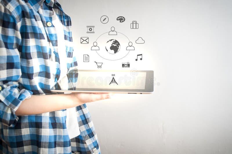 Tablet en digitale tekens stock afbeelding