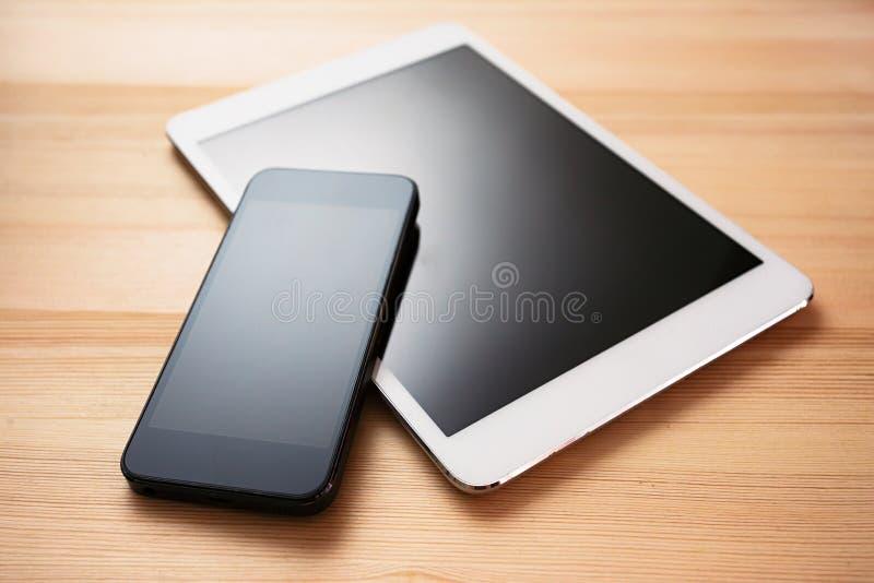 Tablet en mobiele telefoon stock foto