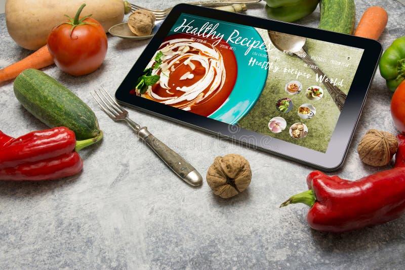 Tablet mit gesundem Rezeptblog auf Schirm Netz mit nahrhaftem stockbild
