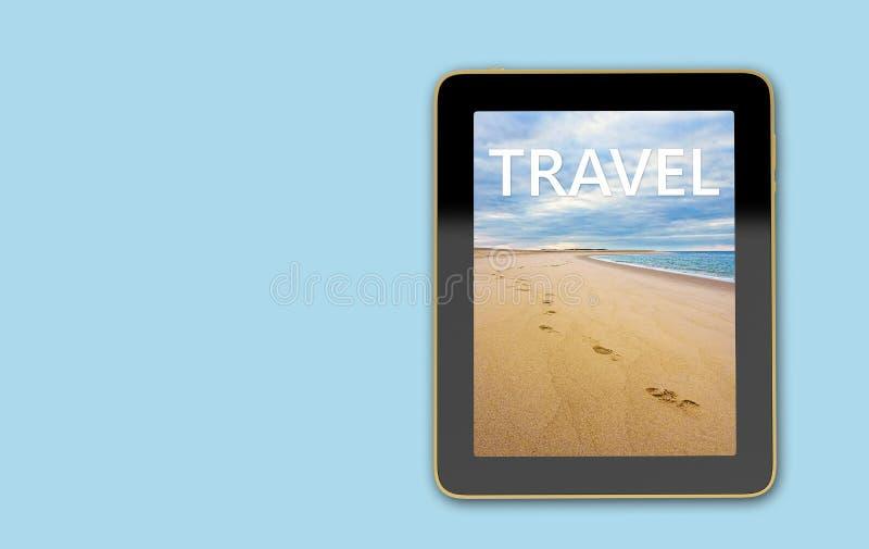 Tablet mit Strandszene auf Anzeige - Schritte im Sand lizenzfreie abbildung