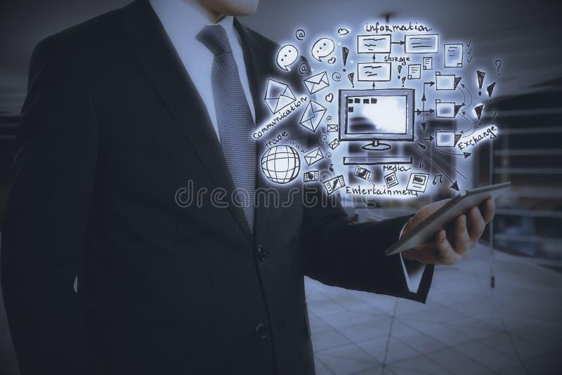 Tablet mit Technologieskizze lizenzfreie stockfotos