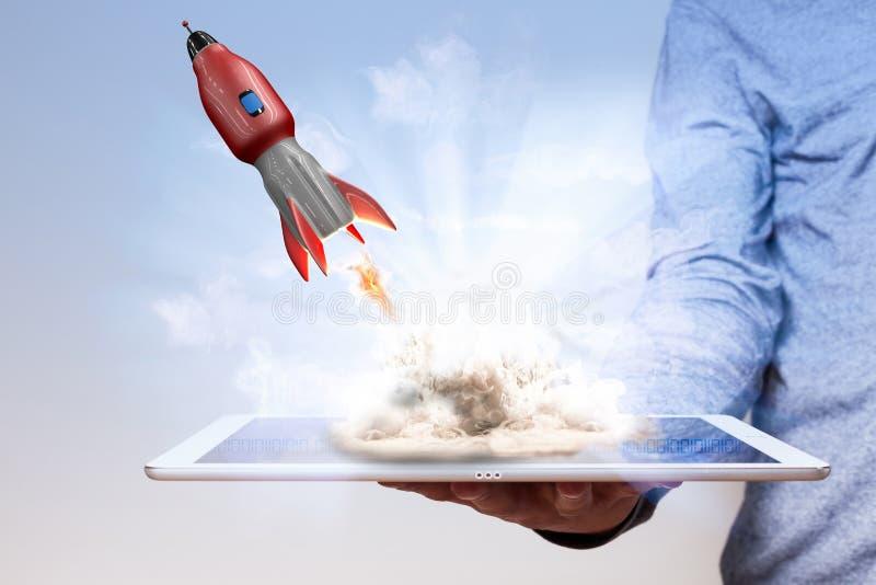 Tablet PC Rocket de la mano del hombre imágenes de archivo libres de regalías