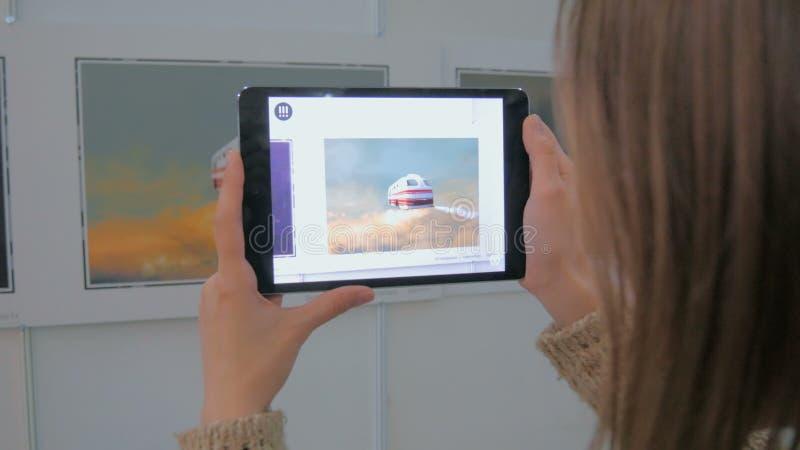 Tablet vergrote werkelijkheid app stock fotografie