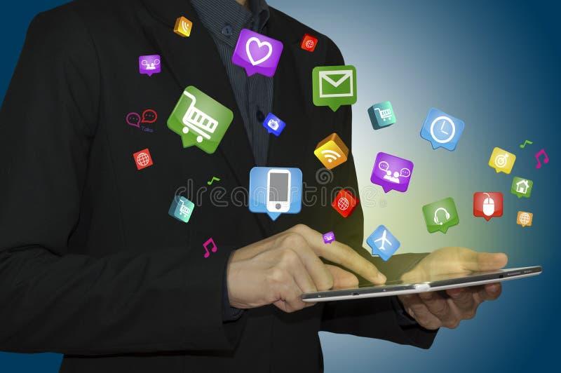 Tableta con Internet de cosas y del móvil de Digitaces imagenes de archivo