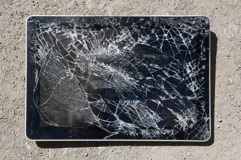 Tableta con la exhibición quebrada fotos de archivo libres de regalías