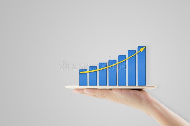 tableta de la tenencia del hombre de negocios que presenta concepto financiero del crecimiento imágenes de archivo libres de regalías