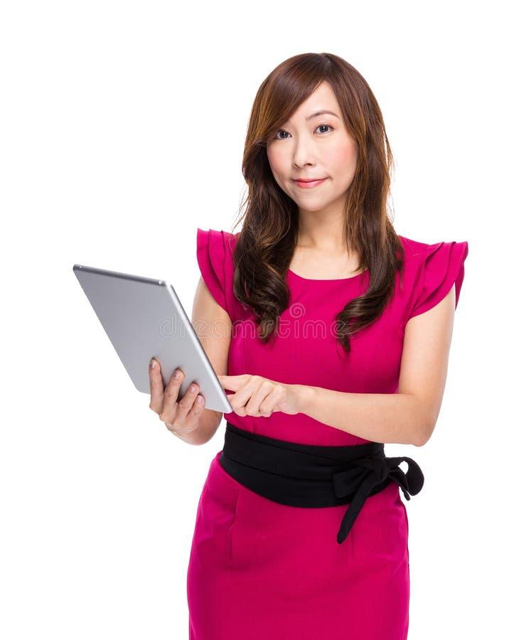 Download Tableta Digital Del Uso De La Mujer Imagen de archivo - Imagen de mano, feliz: 42442209