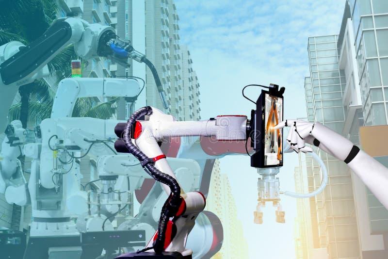 Tableta elegante de fabricación automatizada artificial robótica de la pantalla táctil del robot fotos de archivo