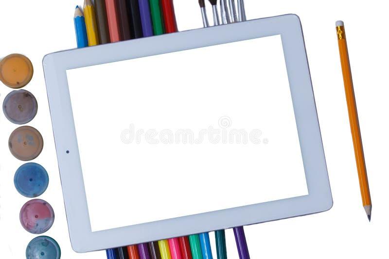 Tableta en blanco con la escuela y los materiales de oficina Endecha plana Moda de la escuela De nuevo a concepto de la escuela fotografía de archivo