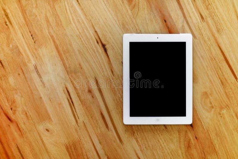Tableta en la madera imágenes de archivo libres de regalías