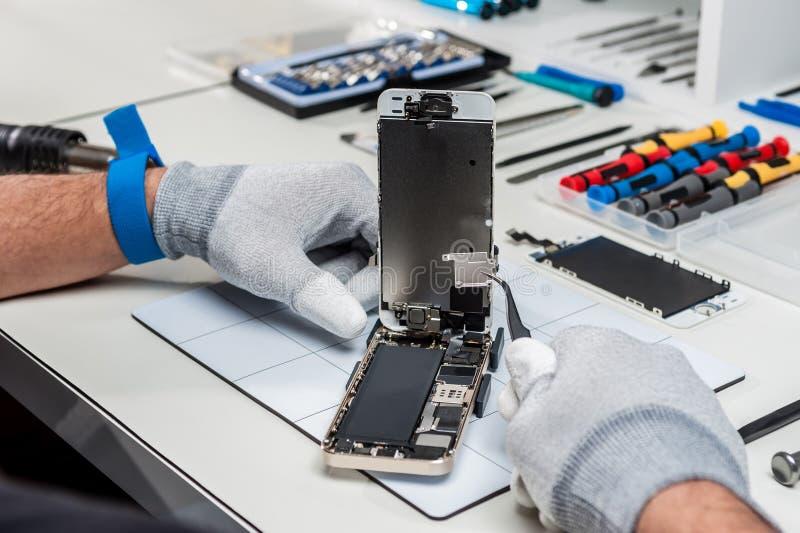 Tableta, reparación de la vaina fotografía de archivo libre de regalías