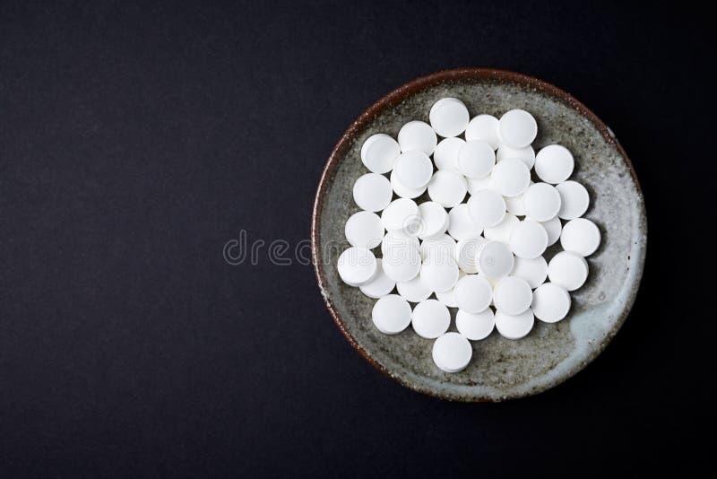 Tabletas del Zn del cinc Concepto para una suplementaci?n diet?tica sana Ayuda del sistema inmune fotografía de archivo libre de regalías
