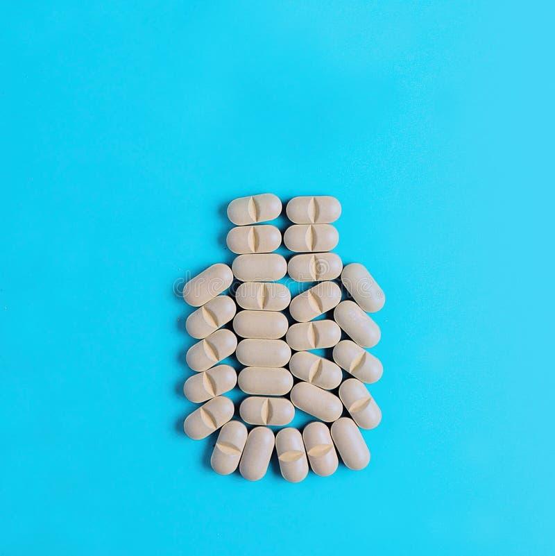 Tabletas vegetales naturales, suplemento, bajo la forma de botella médica concepto de medicinas herbarias lifestyle imagen de archivo