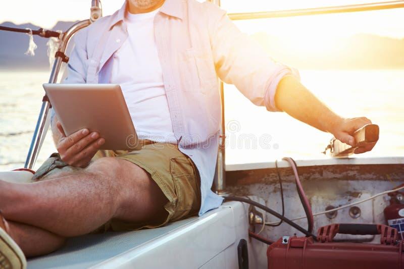 Tabletcomputer op boot royalty-vrije stock afbeelding