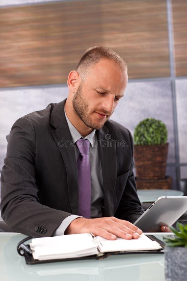 Tabletcomputer tegenover persoonlijke organisator royalty-vrije stock foto