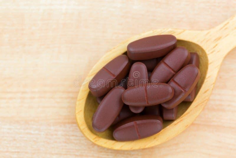 Tablets des Komplexes des Vitamins B, Vitamin C, Magnesium, Zink, minera lizenzfreies stockfoto