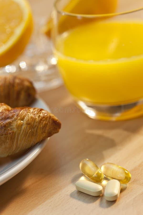 tablets för orange för frukostgiffelfruktsaft royaltyfri fotografi