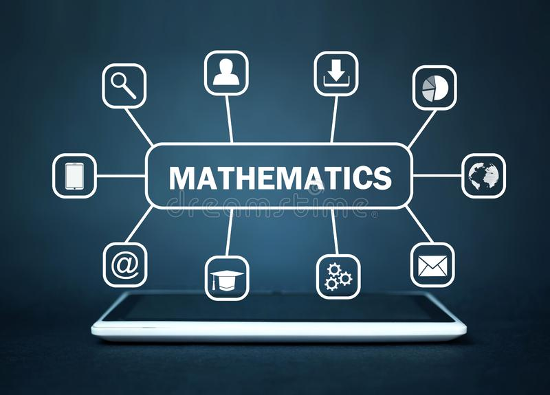 Tablette avec le texte de mathématiques Concept en ligne d'éducation images stock