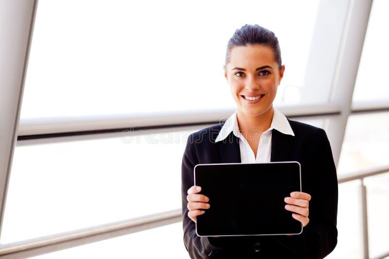 Tablette de fixation de femme d'affaires photo libre de droits