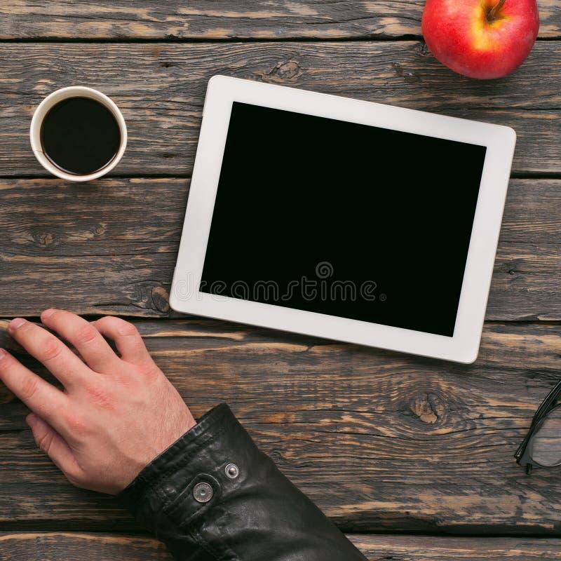 Tablette mit unbelegtem Bildschirm lizenzfreie stockfotos