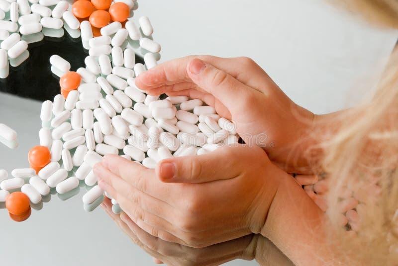 Tabletten in den Händen der Kinder stockfotografie
