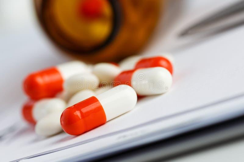 Tabletten en recept royalty-vrije stock foto