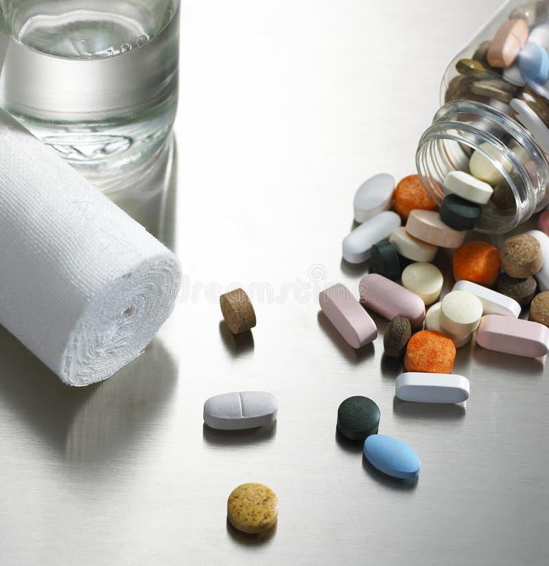 Tabletten en verband royalty-vrije stock foto's