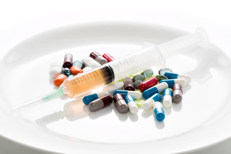 Tabletten op een witte plaat stock foto