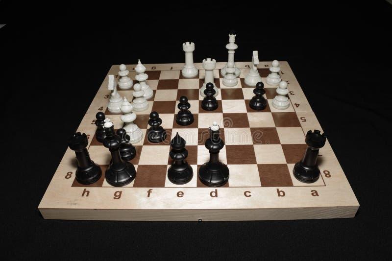 Tablica szachowa i elementy jako kontekst strategii zdjęcie royalty free