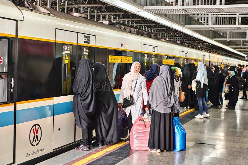 Taborowy samochód w metrze z inskrypcją, kobiety tylko, Teheran, Iran zdjęcie royalty free