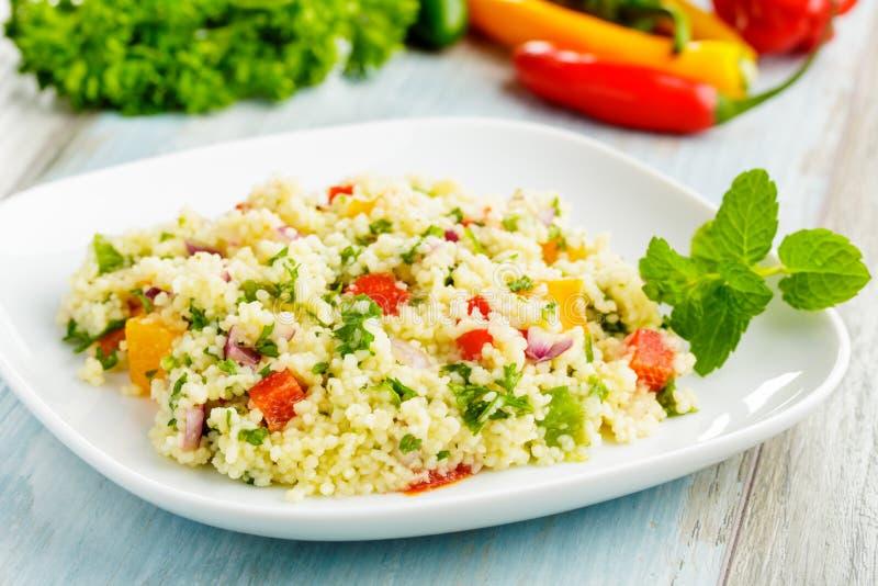 Taboulé - salada do cuscuz fotografia de stock royalty free