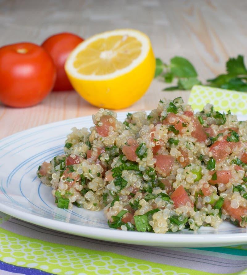 Download Tabouli -素食黎巴嫩沙拉 库存图片. 图片 包括有 沙拉, 叶子, 弯脚的, 食物, 蒸丸子, 荷兰芹 - 30337501