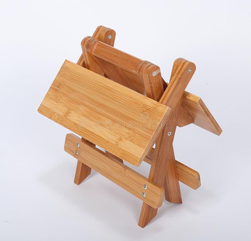 Tabouret en bois au-dessus de blanc photographie stock libre de droits