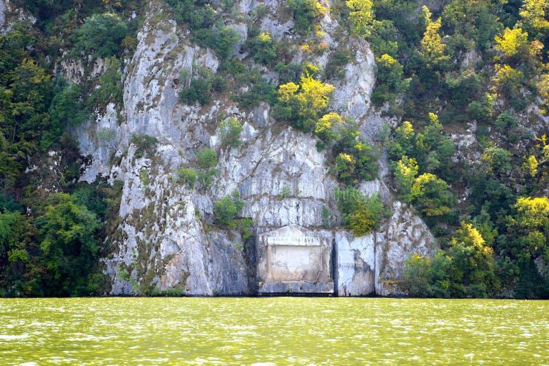 Tabula Traiana Defileul Dunării, anche conosciuto come Clisura Dunării, una regione geografica in Romania immagine stock