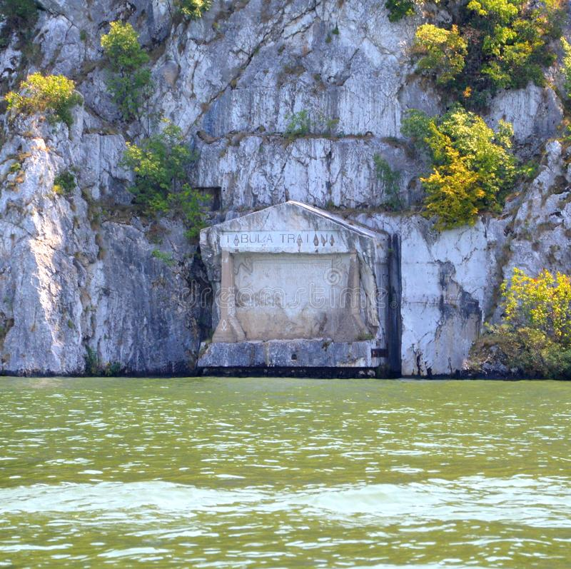 Tabula Traiana in Defileul Dunării Donau, Danubio, anche conosciuto come Clisura Dunării, una regione geografica in Romania fotografia stock