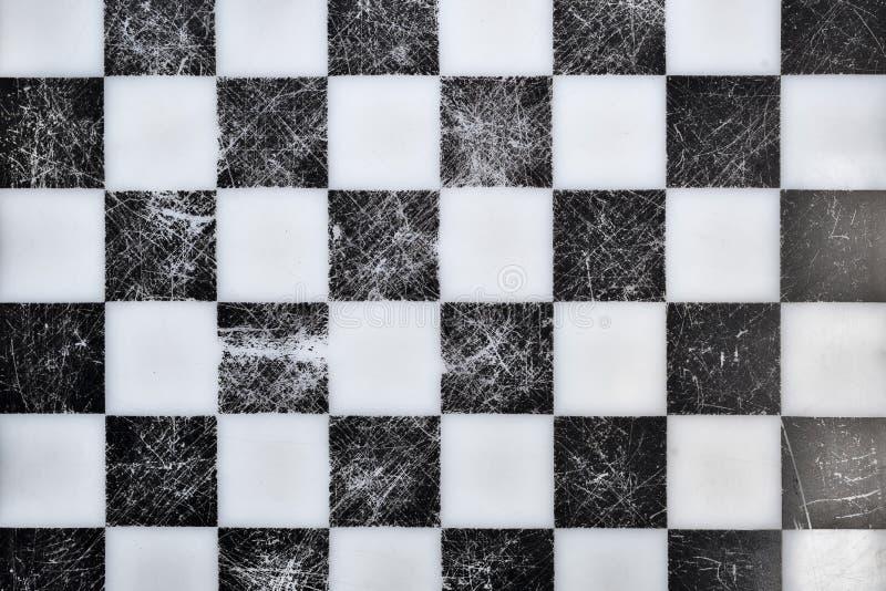Tabuleiro de xadrez velho na parte superior imagens de stock